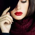 一抹艳红唇